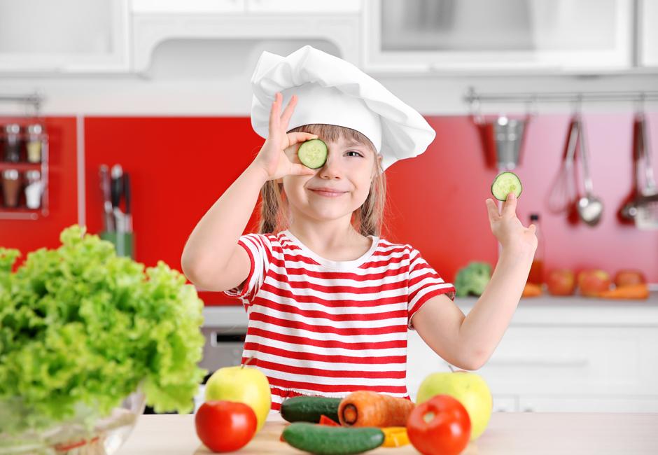 Bambini che non mangiano frutta e verdura: cosa dice la scienza?