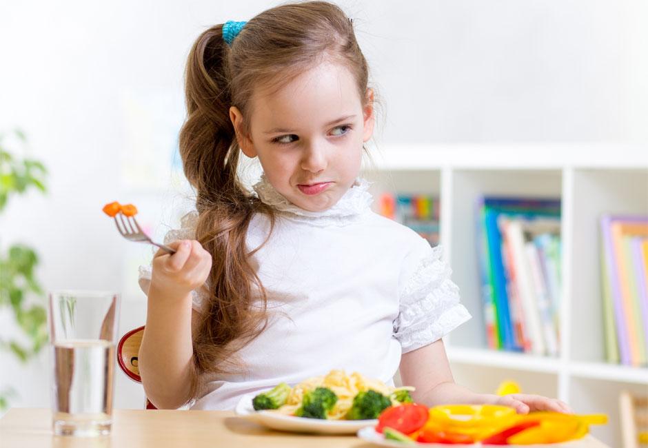 L'inappetenza nei bambini: trucchi e consigli su come far mangiare i figli