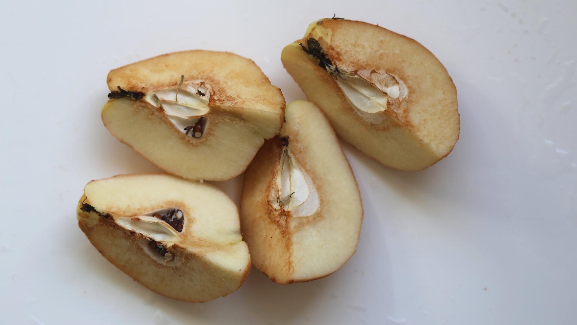 ossidazione della frutta: mele e pere ossidate, nere