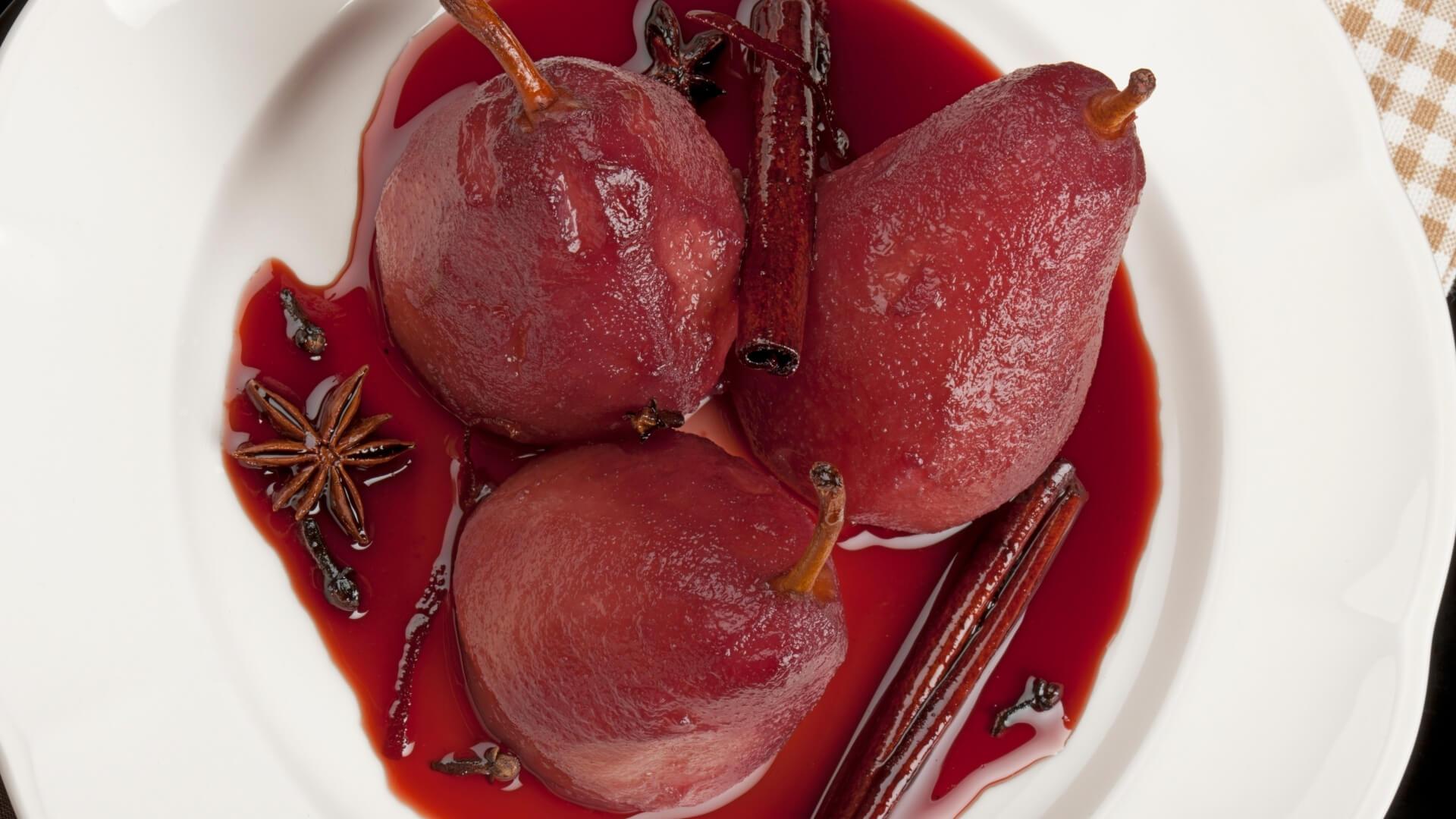 Pere al vino: le origini di un dessert tradizionale